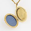 A locket and a chain in 18k gold