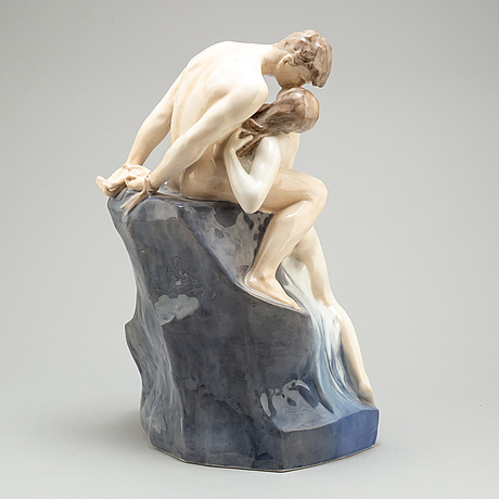 "Figurgrupp, porslin. royal copenhagen, ""kyssen"", 1900 tal"