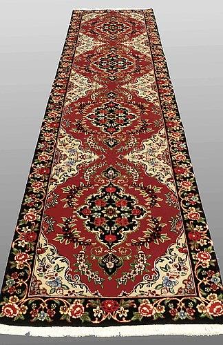 A runner, tabriz part silk, so called 50 radj, ca 400 x 90 cm