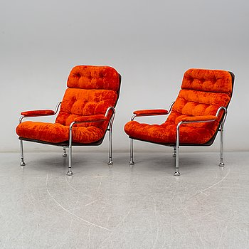 A pair of easy chairs. 1970s.