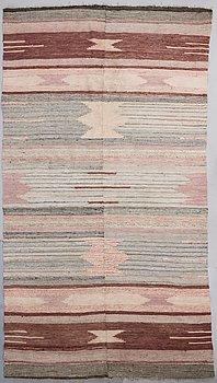 KIRSTI GALLEN-KALLELA, A 1930s Finnish carpet. Circa 284x160 cm.