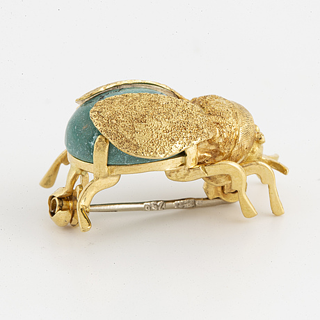 An 18k gold brooch in the shape of a bug