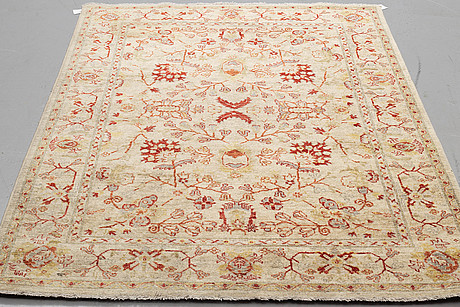 A rug, an oriental, ca 212,5 x 146 cm.