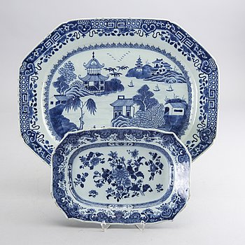 A set of two blue and white  Chinese Qianlong porselain serving dishes.