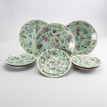 A set of 8 Chinese 19th century Kanton porcelain plates.