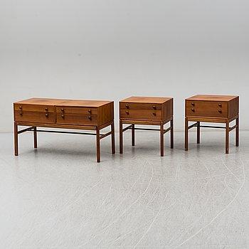"""SVEN ENGSTRÖM & GUNNAR MYRSTRAND. Sängbord, ett par, samt byrå, """"Casino"""", Bra Bohag, Tingströms, 1960-tal."""