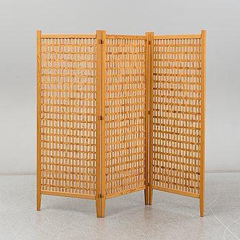 A 'Spåna' pine folding screen from Alberts, Tibro, mid 20th Century.