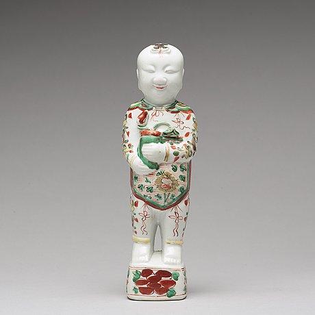 A wucai figure, qing dynasty, kangxi (1662-1722).