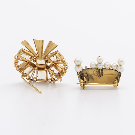 2 brooches 18k gold, 6 topazes, cultured pearls approx 4 mm and enamel, stockholm 1952 (topaz brooch)