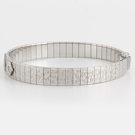 An 18k white gold braclet set with round brilliant cut diamonds