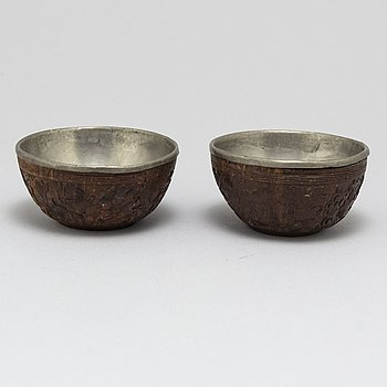 A pair of wooden bowls with pewter inlays, Qing dynasty, late 19th/early 20th century.
