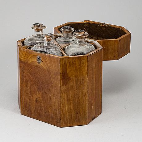 A gustavian style mahogany box with 4 glass bottles, circa 1900.