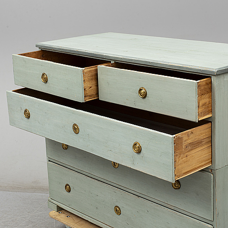 An early 19th century painted chest of drawers
