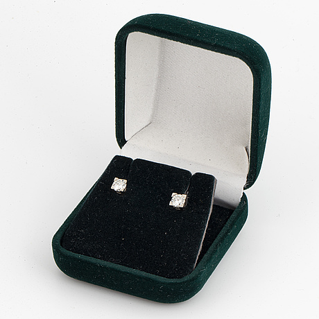 Brilliant cut diamon stud earrings
