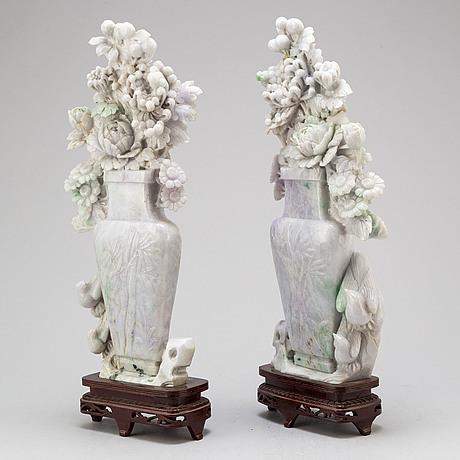 Skulpturer, två stycken, grön sten. kina, 1900-tal.
