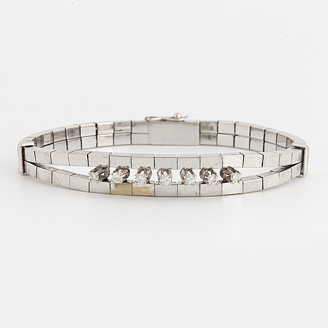 Gold and brilliant-cut diamond bracelet.