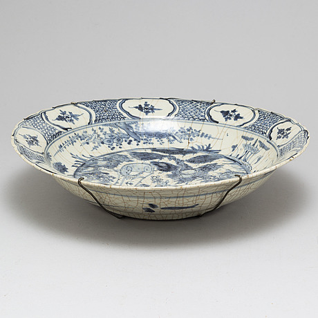 A blue and white charger, ming dynasty, wanli (1572-1620).