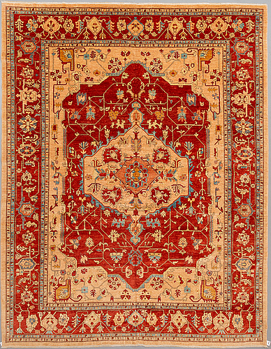 A serapi design carpet, 390 x 305 cm.