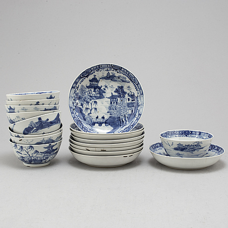 SkÅlar med fat, nio stycken, kompaniporslin. qingdynastin, jiaqing (1796-1820).