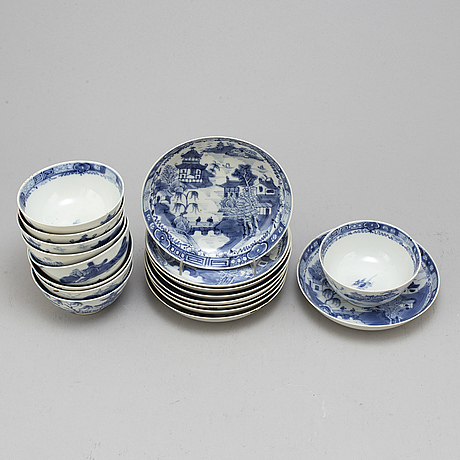 Nine blue and white export porcelain bowls with saucers, qing dynasty, jiaqing (1796-1820).