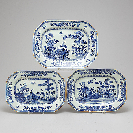 Serveringsfat, tre (2+1) stycken, kompaniporslin, qingdynastin, qianlong (1736-95).