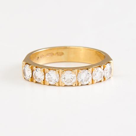 A. tillander, sormus, 18k kultaa. 1990, timantteja yhteensä 1,05 ct.