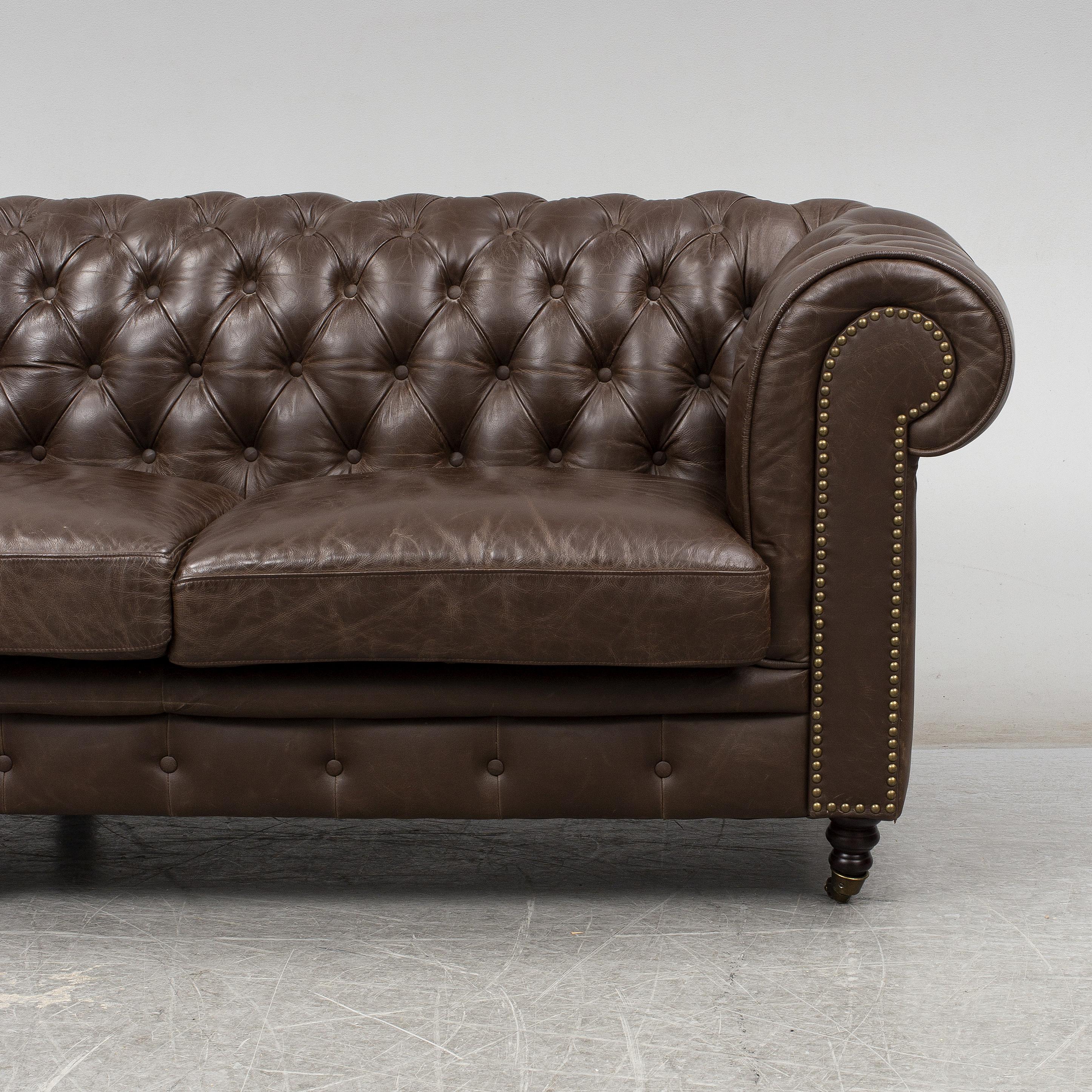 A modern chesterfield sofa. - Bukowskis