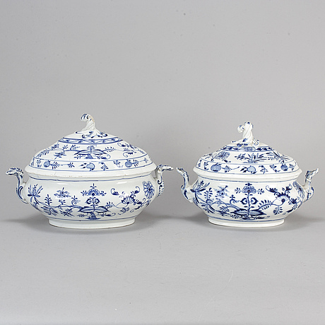 Two large porcelain 'blue onion pattern' tureens with covers, germany, meissen, 20th century.