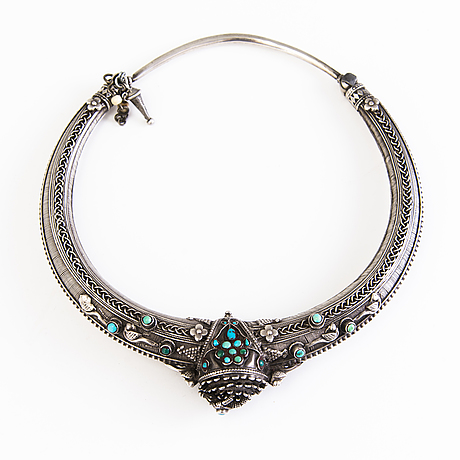 A traditional indian silver necklace with turquoise before 1960:s