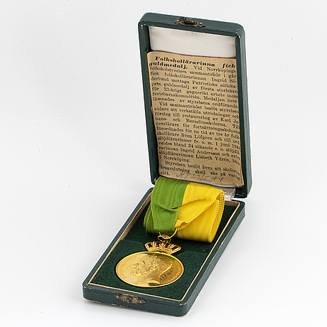 18k gold medal. 1944