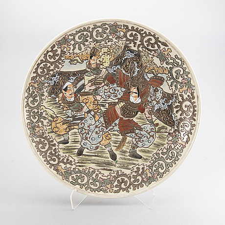 A japanese satsuma porcelain dish around 1900.