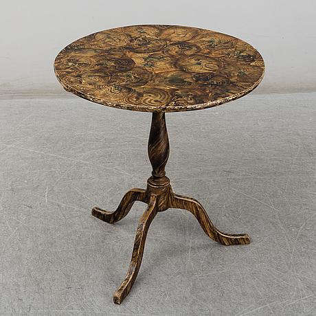 A first half of the 19th centuiy tilt top table
