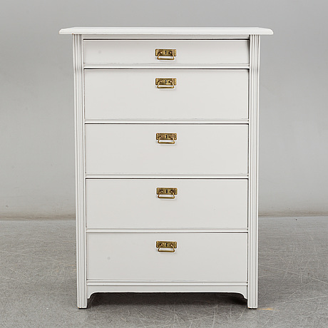 An early 20th century chest of drawers