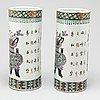 Perukvaser, ett par, porslin. qingdynastin, sent 1800-tal/tidigt 1900-tal.