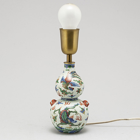 A chinese porcelain wucai double gourd vase, turned into a table lamp, 20th century.