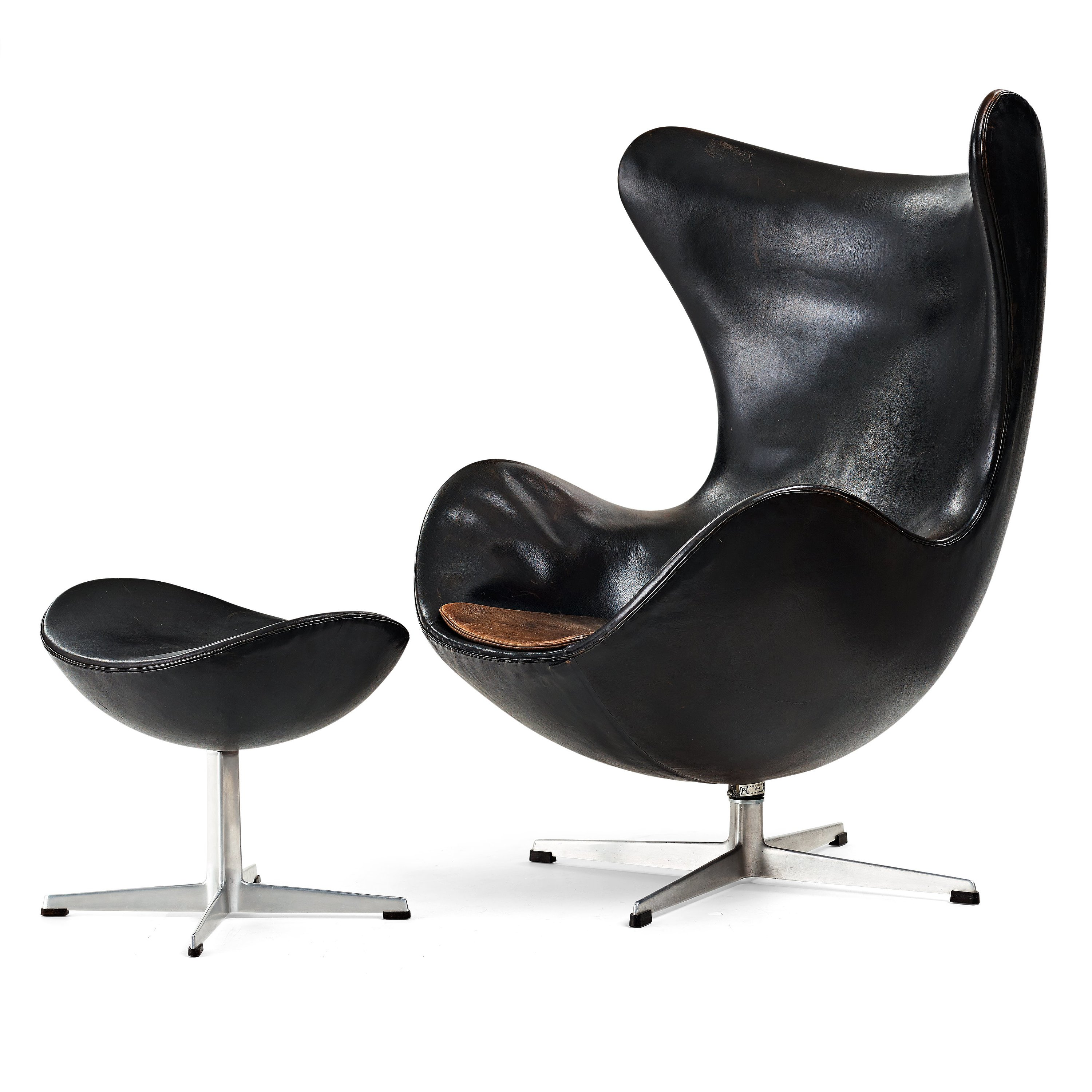 Egg Chair Van Arne Jacobsen.Arne Jacobsen A Black Leather Egg Chair With Ottoman Fritz