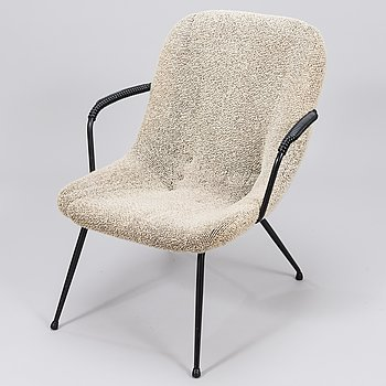 A mid-20th century easy chair.