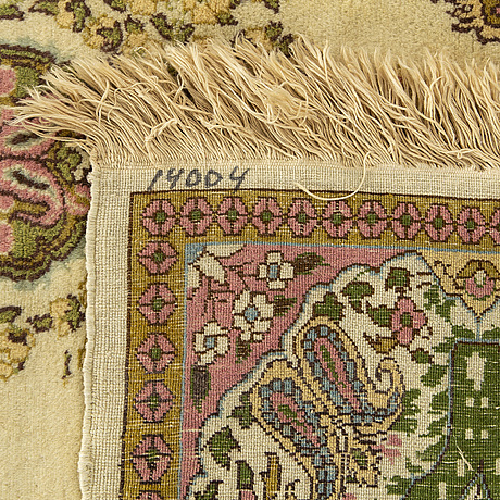 An old/semiantique ghom carpet ca 197 x 122 cm.