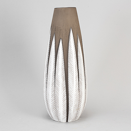 Anna-lisa thomson, a 'paprika' vase, for upsala ekeby, third quarter of the 20th century.