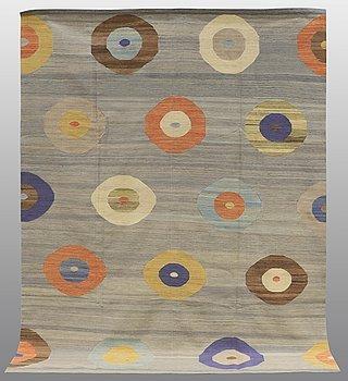 A CARPET, flat weave, ca 277 x 213 cm.