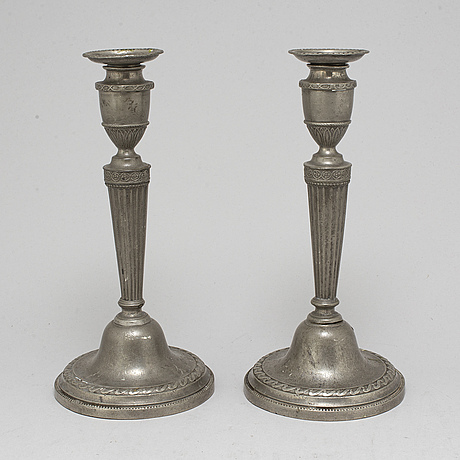 A pair of late 18th / early 19th century pewter candlesticks.