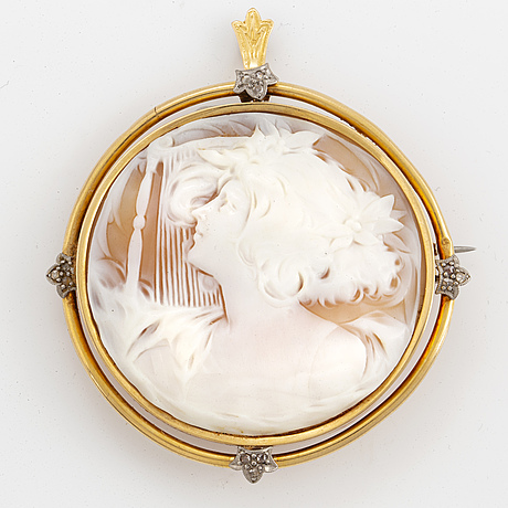 Pendant with a shell cameo