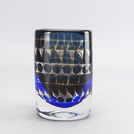 An ariel glass vase by ingeborg lundin, signed no 408 e6, orrefors