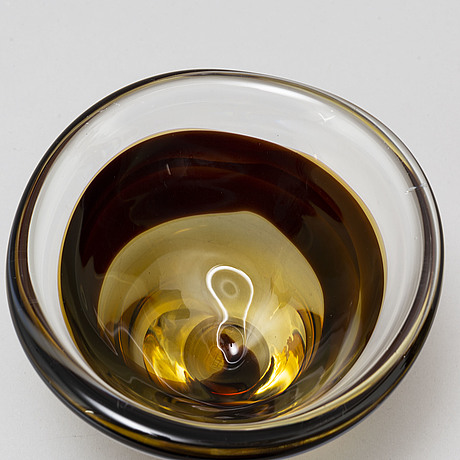 Vicke lindstrand, a glass bowl from kosta