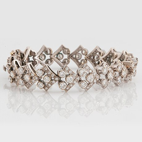 An 18k white gold bracelet set with round brilliant-cut diamonds.