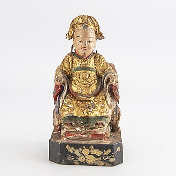 A seated wooden figure of an official, Qing dynasty, 19th Century.