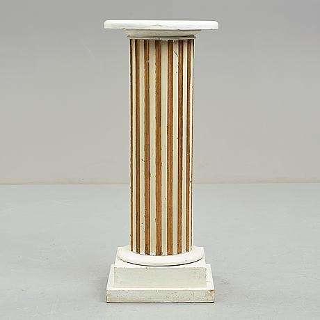Piedestal, gustaviansk stil, 1900 talets början