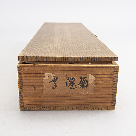 Two japanese kakiemonos in a wooden box, 20th century.