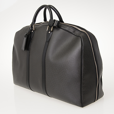 Louis vuitton off black taïga leather helanga bag