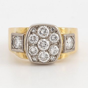 18K gold and brilliant-cut diamonds.